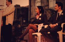 En el 2002, manifestantes contra la LOU en la Facultad de BBAA de Pontevedra utilizan la forma de partido político como propuesta performativa